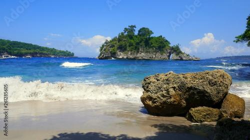 canvas print picture malerische Bucht der Crystal Bay auf der Insel Nusa Penida in Indonesien
