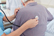 """Krankenschwester oder Ã""""rztin mit Stethoskop"""
