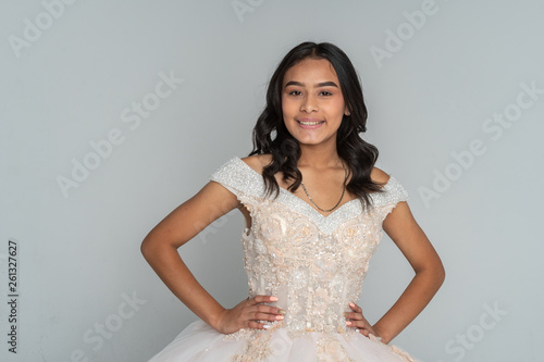 fototapeta na ścianę Hispanic Teen Girl Going To Prom