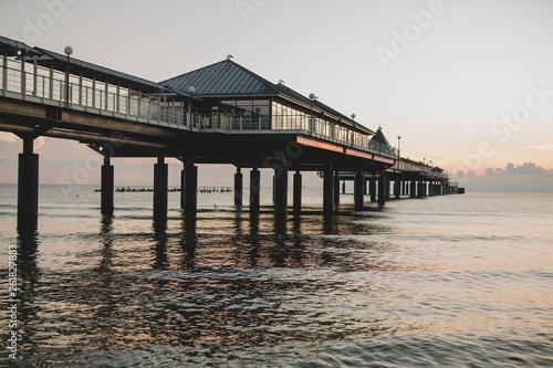 Seebrücke im Sonnenaufgang © Michael