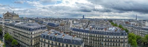 Paris - 261875425