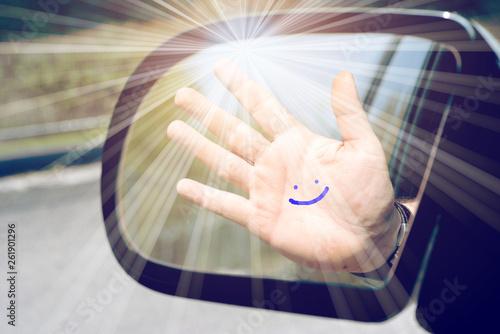 canvas print picture Eine Hand mit einem aufgemaltem Lächeln