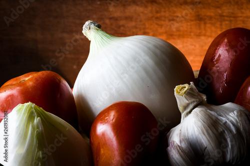 Cebolla, ajo y jitomate © Diana