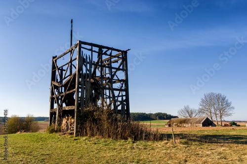 Ruiny starego wiatraka w Malawiczach na Podlasiu