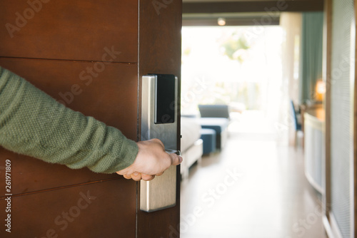 Leinwanddruck Bild Picture showing hand of businessman opening hotel room