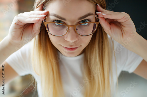 canvas print picture The girl in glasses for sight