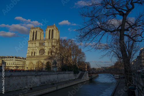 fototapeta na ścianę Notre-Dame Cathedral, medieval Catholic cathedral on the Ile de la Cité in the fourth arrondissement of Paris, France