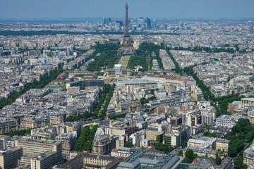 Champs de Mars et tour Eiffel - Paris