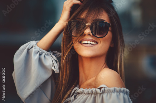 canvas print picture Portrait of a beautiful young woman in the city