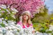 canvas print picture - Frau im Park