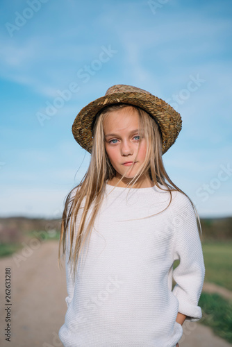 canvas print picture Stylish girl looking at camera with hat