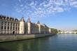 Palais de Justice au bord de la Seine Paris