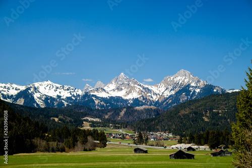 canvas print picture Blick auf Heiterwang und die Lechtaler Alpen