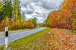 canvas print picture - Herbstlandschaft an einer Straße