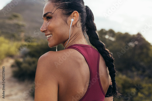 Woman ready for cross country run © Jacob Lund