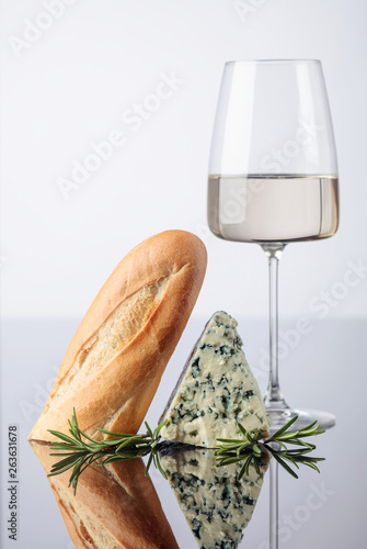 Blue cheese with bread, rosemary and wine. © Igor Normann