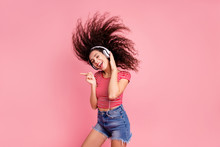 "Постер, картина, фотообои ""Portrait of her she nice-looking attractive cool lovely charming shine cheerful cheery glad wavy-haired girl meloman having fun time melody sound isolated over pink pastel background"""