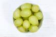 canvas print picture - Trauben Frucht Weintrauben grün Früchte Obst von oben Holzbrett