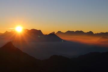Sonnenaufgang in den Alpen