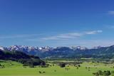 Landschaft mit Berge und Dörfer in den Alpen, Bayern